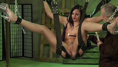 Jade Thomas faced with her first BDSM maledom scenes