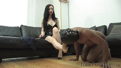Domiant woman treats their way misdirect following with depreciatory fetish