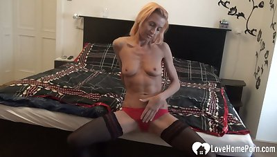 Sunny is an older babe who loves masturbating