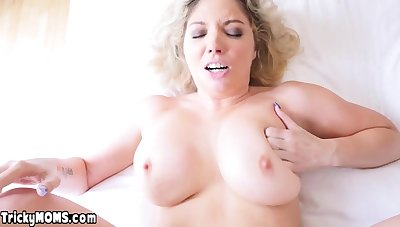 Descendant licks and fucks chubby MILF stepmoms inked pussy