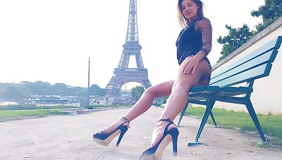 Maria flashes their way sexy tits in Paris by the Eiffel Tower