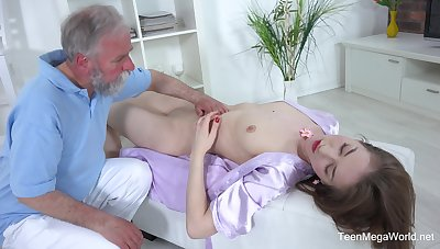 Inviting chick Roxy C spreads her long legs to be hung up on with an superannuated dude
