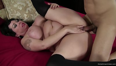 Chubby woman gets butt fucked after a nice vocal display